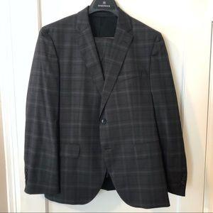 Hugo Boss Suit 42S